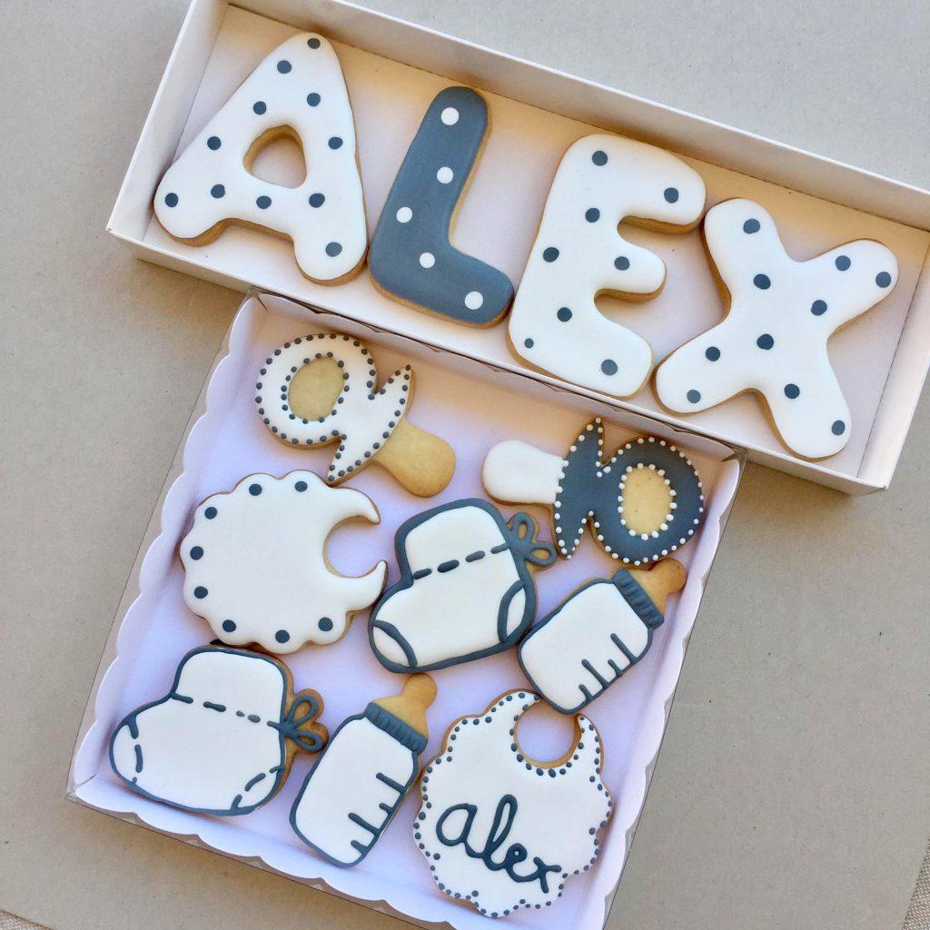 Caja regalo personalizada nombre y caja bebé. Galletas decoradas glasa Barcelona